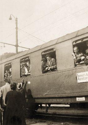 Optanten im Zug Richtung Deutsches Reich am Bahnhof Brixen. © Annemarie Molling, Innsbruck